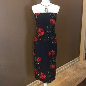Dresses & Skirts - Navy body con tube dress